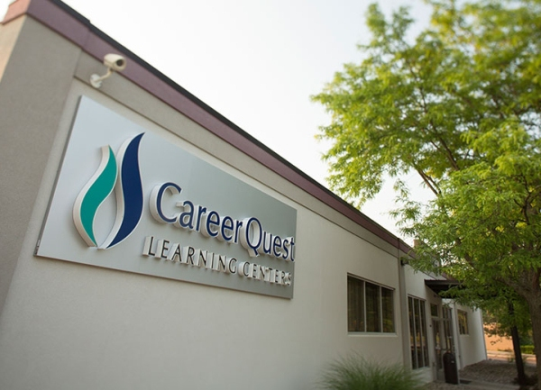 quest-ext-sign-lansing_30424