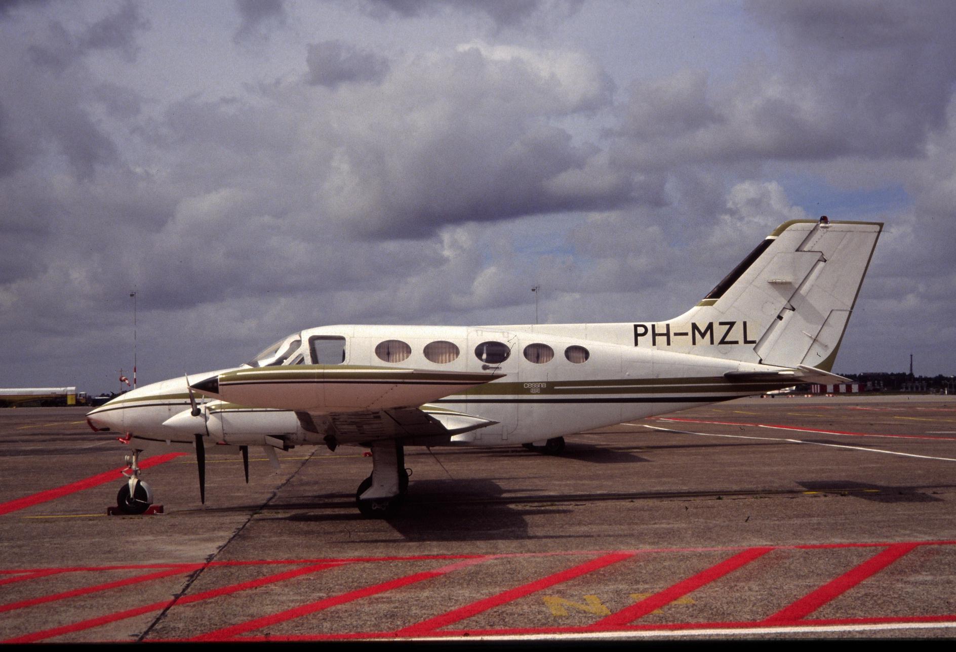 PH-MZL Cessna 414 Chancellor (EHMZ 1990-08-20) _sL0079__35731