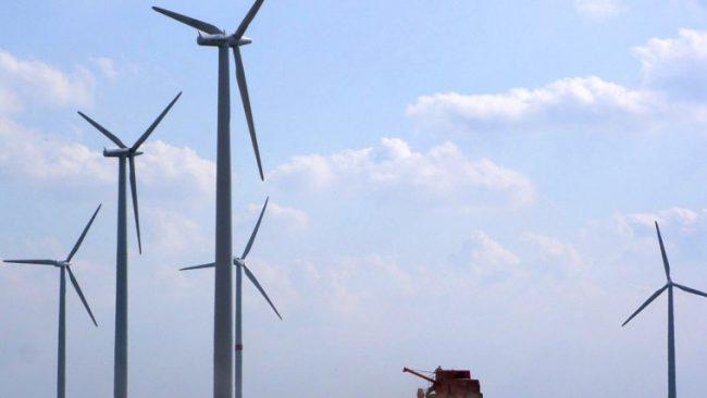 RenewableEnergyWindMills_28976