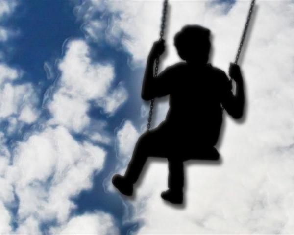 Child on swing_144770