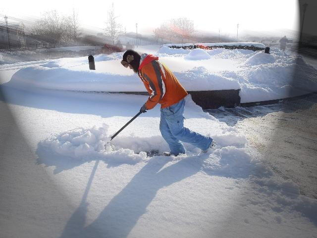 Snow shoveling_204935