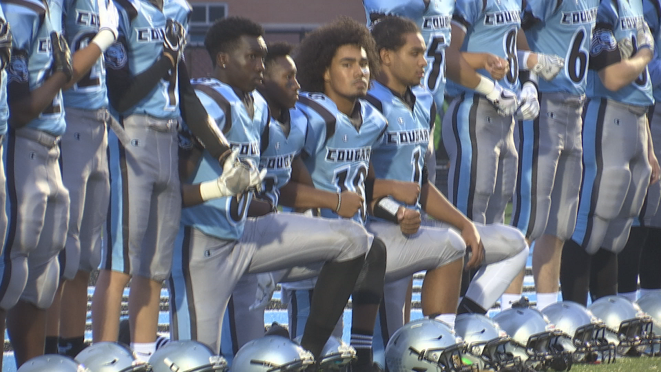 lansing catholic take a knee_322283