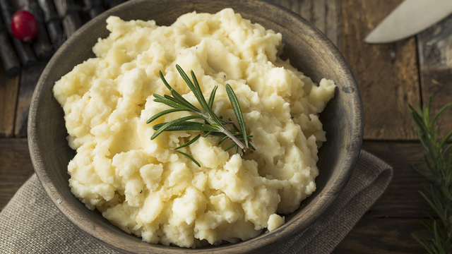 Homemade Thanksgiving Mashed Potatoes_333607