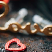 valentines-day-perfume-heart-love_1516311583260_334941_ver1-0_32059953_ver1-0_640_360_360707