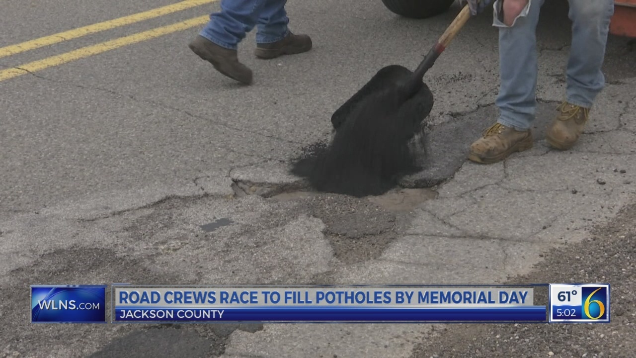 Road_crews_race_to_fill_potholes_by_Memo_0_20180424210855