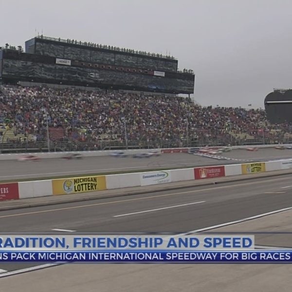 Fans pack MIS for big race