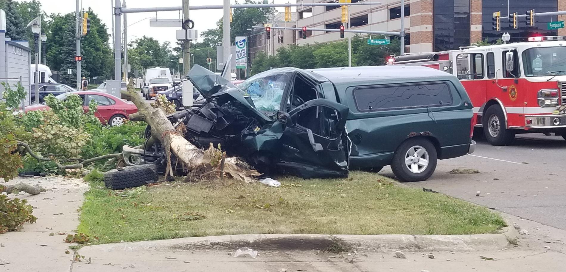 Bad accident shuts down Pennsylvania near downtown Lansing