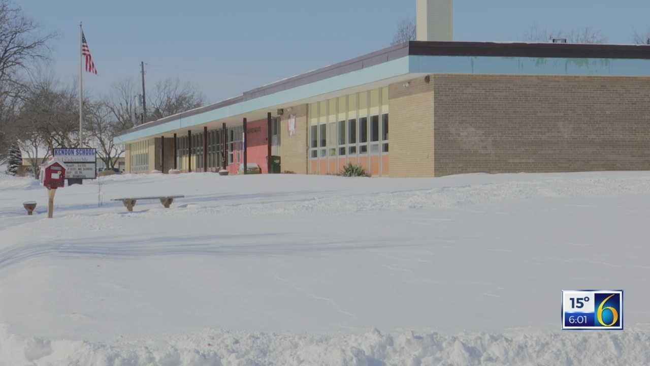 Lansing schools resume class; face issues, complaints