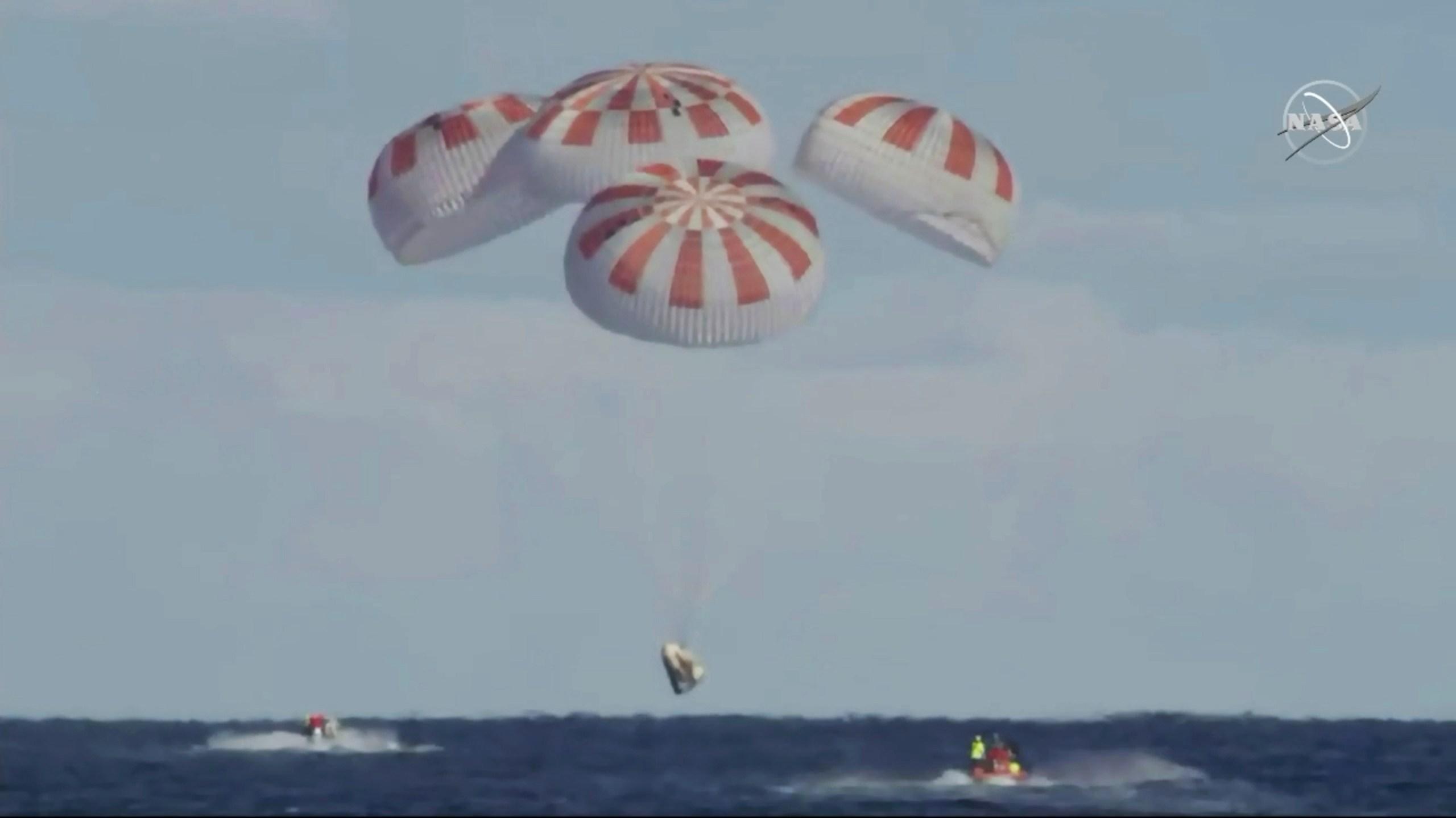 SpaceX_Crew_Capsule_36484-159532.jpg13263192