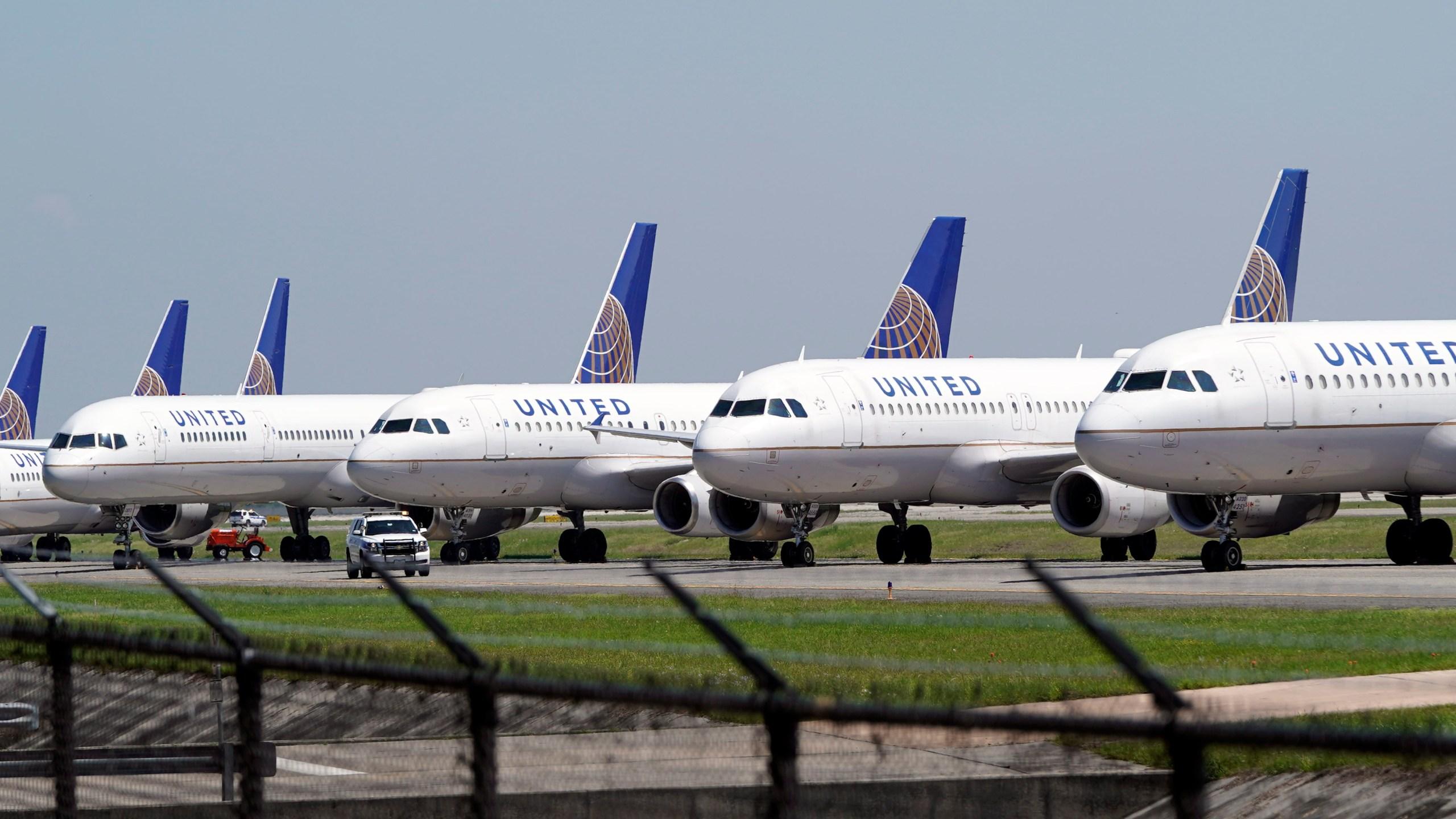 United Airelines planes