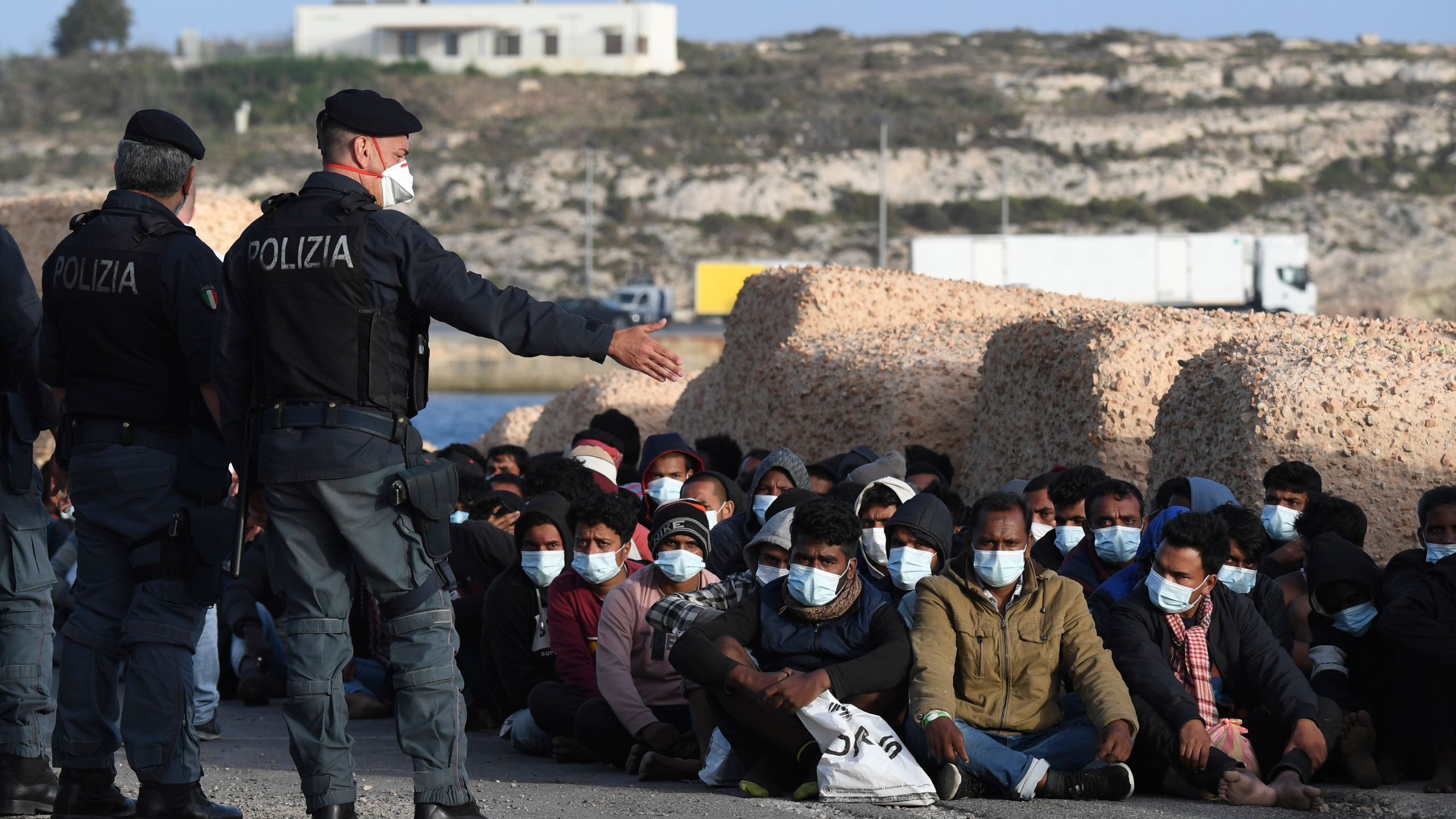 Over two thousand migrants in Lampedusa in 24 hours